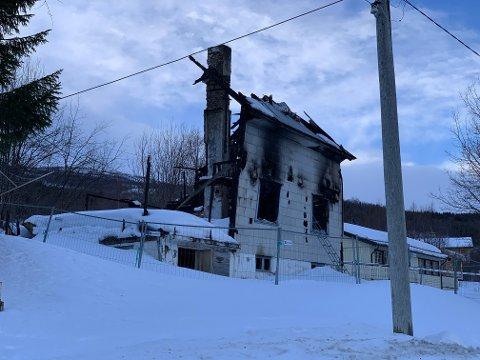 BRANNÅRSAK: Politiet tror årsaken til at dette huset i Gratangen brant var en elektrisk feil. Arkivfoto: Ann-Kristin Hanssen