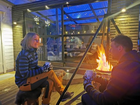 OASE: Vinterhagen til Linn og Ted Johannessen er et prosjekt som startet for nærmere 12 år siden, men Ted er ennå ikke ferdig. Målet var en uteplass de kan bruke året rundt, noe de allerede har oppnådd.