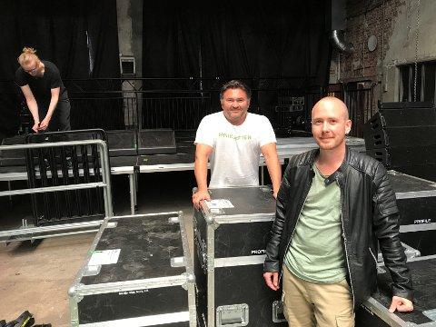 FORNØYDE: Leder for Vinterfestuka, Frode Sollie og produsent Alexander Andersen (foran) har begge travle dager med Sommernarvik 2020.