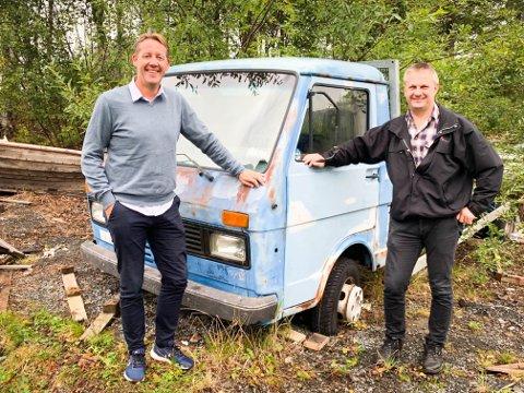 TAR I MOT BILVRAK: Markedssjef i HRS, Andre Christensen og prosjektleder i HRS Metallco, Rune Rasmussen er nå klar til å ta i mot ditt bilvrak.