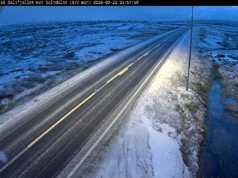 Vinterlig: Nysnø på E6 over Saltfjellet tirsdag 22. september.