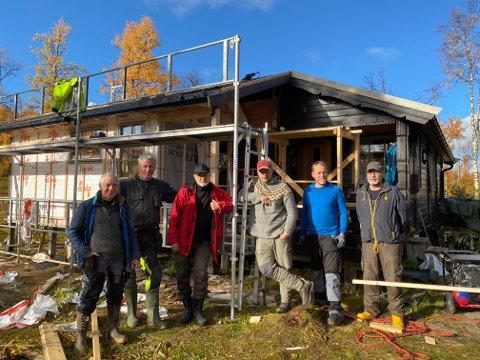 Her er deler av dugnadsgjengen. Fra venstre: Idar Henriksen, Roger Storteig, Ernst Hole, Einar Angell, Øyvind Larssen (Olav Arnts sønn) og Marton Nilsen.