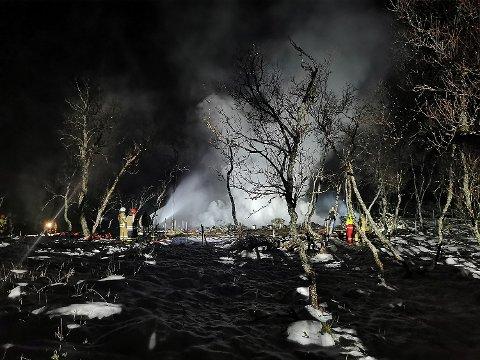 FEM SAVNET: Politiet frykter at fem personer er omkommet i en hyttebrann på Andøya. Fire av de savnede er barn.