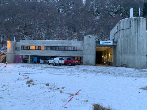 STØRST: Sørfjord kraftstasjon er den største til Nordkraft. Det tar cirka 20 minutter i båt for å komme seg til Sørfjord.