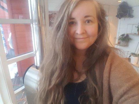 Stine Vorren (35) ble redd da en mann banket på denne verandadøra hjemme hos henne torsdag formiddag.