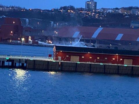 MOT FRAMNES: Dette bildet ble tatt fredag morgen og viser støvskyen som blåste mot Framnes.