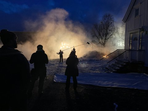 DRAMA: Slik så det ut da «Kampen om Narvik» ble spilt inn i vår.  For mange i sør har intensiteten i krigshandlingene så langt mot nord vært ukjent, mener manusforfatteren.