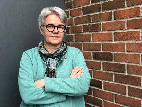 BEKYMRET: Åsne Midtbø Aas ved Dysleksi Norge er bekymret for utredningspraksisen, og mener for mange elever som strever med lesing, skriving eller matte blir fanget opp for sent.