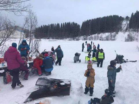 FASTELAVN: Søndag samlet Narvik Unge Sanitet 60 barn og voksne til sosialt samvær på Jaklamyra for å feire fastelavn.