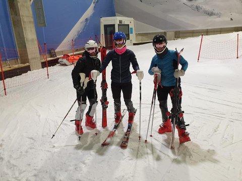 TRIO FRA NARVIK SLALÅMKLUBB: Jentene  er (fra venstre) Nora Hall, Mathilde Sund og Pernille Sund