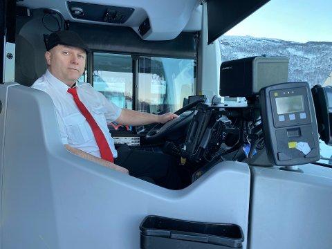 LIKER IKKE Å BLI LURT: Det snikes over an lav sko på bussene i Narvik. – Vi liker ikke å bli lurt, sier Rune Korneliussen, bussjåfør og tilltsvalgt hos Boreal i Narvik.