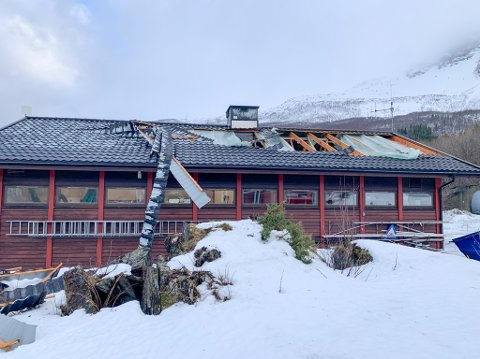 FLERRET AV: Verksteddelen ved Helleren kraftstasjon i Grovfjord fikk store skader etter vindkastene onsdag kveld.