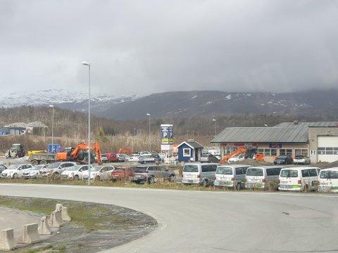 KONKURS: Selskapet Bilutleie nord AS meldte oppbud våren 2020. De holdt til ved siden av Evenes lufthavn. Arkivfoto: Silja Björklund Einarsdóttir