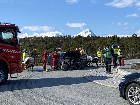 Ulykkesbilen havnet på andre siden av rundkjøringen