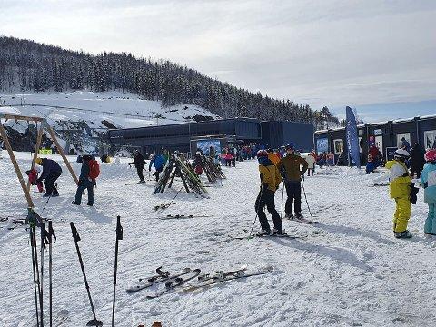 Mange tok turen til Narvikfjellet i løpet av andre påskedag.