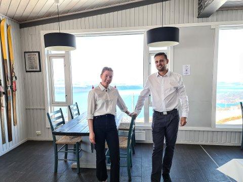 FORNØYDE: Selv om de måtte jobber på nasjonaldagen har Stine Øymo og Lazar Glisic hatt en super dag.