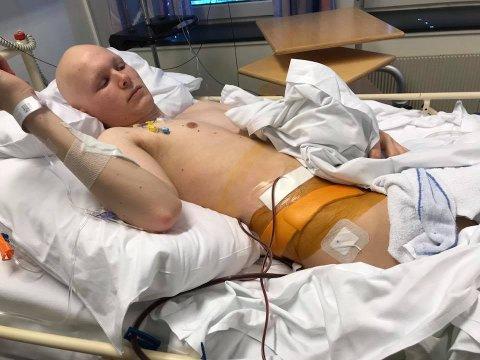 HOFTEN: Slik så hoften ut etter operasjonen. Til å begynne med fikk han kun ligge 15 minutter per dag på rygg. Resten av tiden måtte han ligge på venstre side.