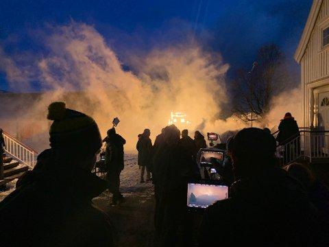 """BRANN: Slik så det ut da Havnegata """"brant"""" under innspillingene til """"Kampen om Narvik""""."""