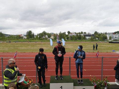 TO PÅ PALLEN: Mari Haraldstad øverst og Mille Strøm Johansen, begge Narvik IL, på tredjeplass.