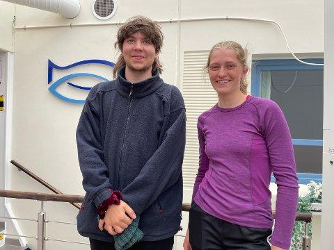 SOMMERJOBB: Nilas Mikkelsen (21) fra Gratangen og Maren Beate Lindahl (20) fra Jæren har begge sommerjobb på Astafjord slakteri. De trives begge godt.