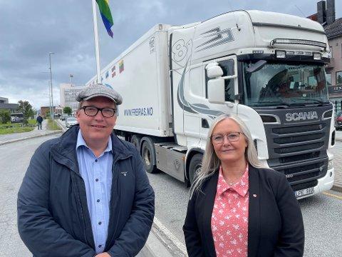 UHOLDBART: Stortingsrepresentant Sverre Myrlig (Ap) og 2. kandidat for Nordland Arbeiderparti, Mona Nilsen, er tydelig på at situasjonen med dagens E6 gjennom Narvik sentrum er uholdbar.