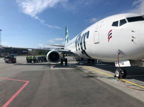 Torsdag landet det første flyet til lavprisselskapet Flyr på Evenes.