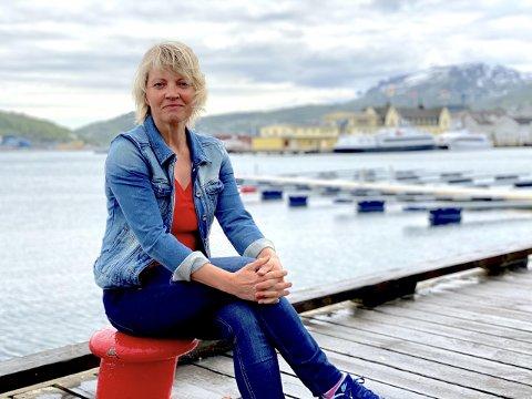 Grethe Stave, campussjef for Samskipnaden i Harstad, jubler for det nye tilbudet som skal ligge i havna.