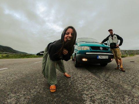 EVENTYRLYSTNE: Erika og Peter er klare for å oppleve noe nytt, etter et fint opphold i Narvik.
