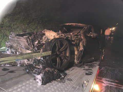 Bilen var totalskadd etter at den brant ved to anledninger natt til mandag.