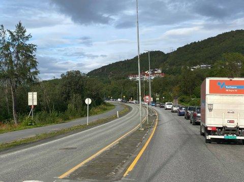 KØ: I forbindelse med endring av utkjøringen fra Teknologiveien til E6 dannes det tidvis lange køer.