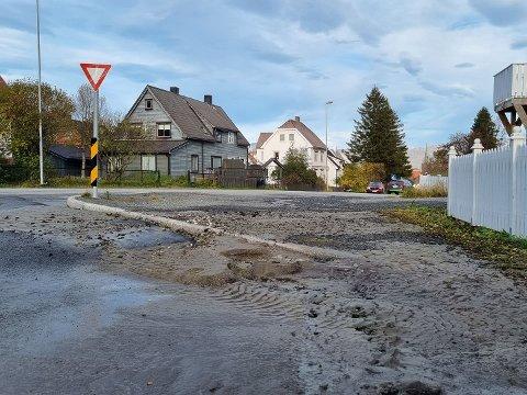OVERSVØMMELSE: Vannet er nå stengt av og det er kontroll på ledningsbruddet på Framnes.