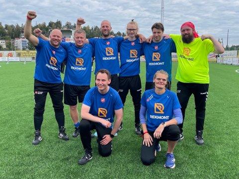 GATEFOTBALL: Denne gjengen fra Arme Narvik gjorde seg godt bemerket i helgens NM i Gatefotball i Sandviken. I sin aller første turnering ble det en hederlig 17. plass av totalt 34 lag.