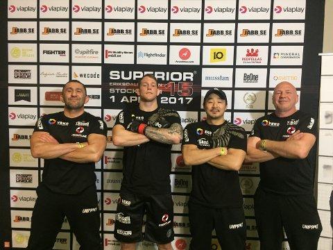 TEAMET: Marthin Hamlet Nielsen sammen med teamet sitt under MMA-stevnet Superior Challenge 15 i Stockholm.