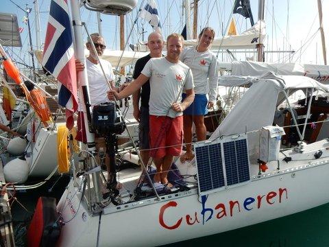 CUBANEREN: Det holdt nesten til seier i Transpacific-regattaen. Her Karl Otto Book og Maren Magda Book sammen med fedrene Otto Book og Harald Kronstad.
