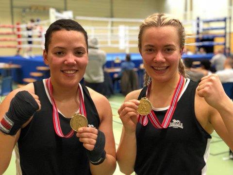 BOKING: Anya Bjerke og Elise Finstad var fornøyde etter nybegynnermesterskapet.