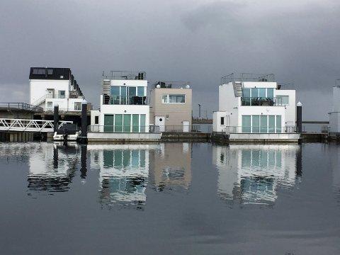 MER UTBREDT I EUROPA: Disse flytende boligene i Tysklland er fritidsboliger.