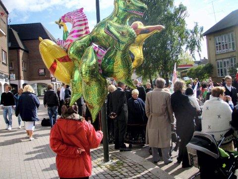 FORBUDT: Hvis det blir flertall i kommunestyret, blir det kanskje forbudt å selge heliumballonger på 17. mai i Horten.