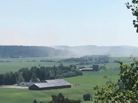 Røyken har lagt seg i hele dalen langs Bispeveien.