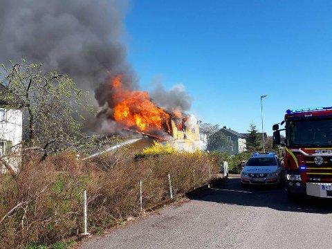 Det var mye flammer da brannen sto på som verst.