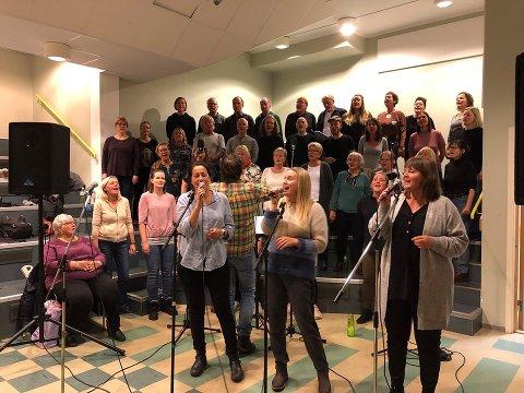 ØVELSE: Gulbrandsens kor er klare for helgens konserter i Bakkenteigen Kulturhus.