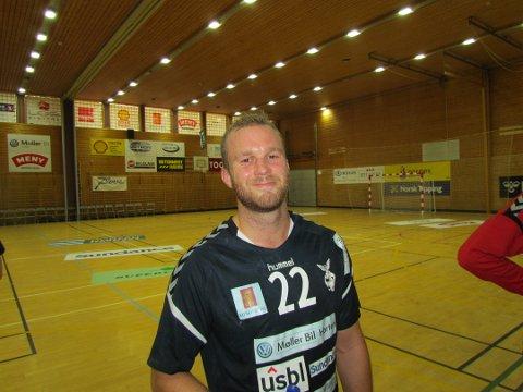 NYTTIG COMEBACK: Simen Heyerdahl var nyttig i forsvar da Falks rekruttlag slo Bjørnar 24-20 i lørdagens 2. divisjonskamp i Holtanhallen.