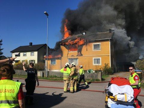 HUSBRANN: Da det brant i denne boligen i Horten, rakk alle beboere å komme seg ut – takket være røykvarsler.