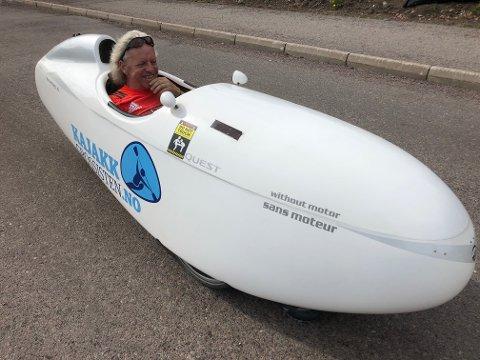 SUSER AV GÅRDE: På flat mark kan denne farkosten fort komme opp i 70 kilometer i timen, forteller Rolf Kristoffersen.