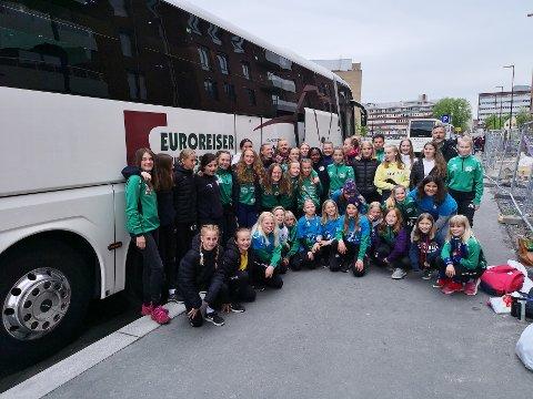 KJEMPEOPPLEVELSE: Det var ingenting å si på stemningen hos Borre-jentene både før og etter turen til Oslo.