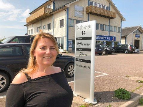 ALT MULIG-KVINNE: Karianne Bihli Karlsen har tittelen «Sjefshjelper» hos Munio i Horten.