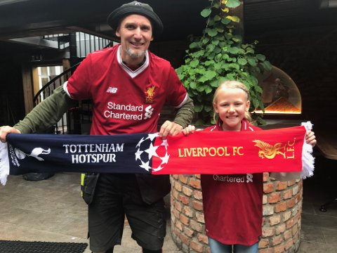 FAR OG DATTER: Gunnar og Andrea. Lørdag kveld på plass på stadion i Madrid.