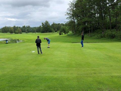 MANGE SPILLERE: Borre Golfklubb arrangerte Narvesen Tour for 124 golfere mellom 6-19 år.