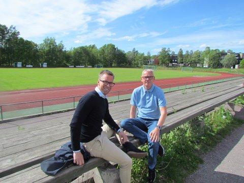 SNART BRAKER DET LØS: Jan Eddie Hansen (til venstre) i Borre IF Fotball og Morten Bredesen Føske i Italent har planene klare for fotballskole med italiensk vri i Borre Idrettspark rett etter St. Hans.