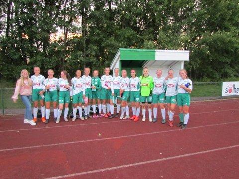 SLÅTT MEN IKKE UTSLÅTT: Borres Jenter 16-lag kom til kort mot storfavorittene Stabæk, men laget depper ikke altfor mye etter 0-6-smellen på naturgresset på Borrebanen fredag kveld.