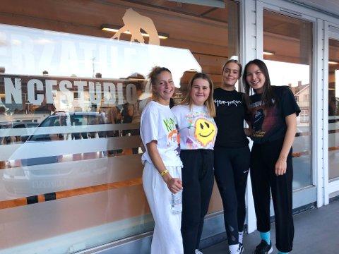 DANSEVENNER: (f.v.) Viktoria Johansen, Lena Janson, Sofie Larsen og Sofia Miracco trives på Verzatile dancestudio.